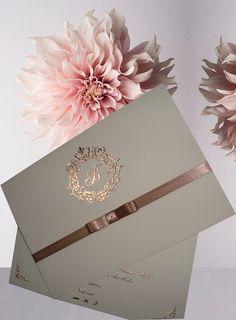 Aquele convite lindo que vc respeita... #convitesrosegold #convitesnude #convitesmetalizados #debutantes #15anos ♀️