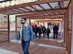 La passerella che «sostituisce» il Ponte degli Artisti, chiuso per lavori di ristrutturazione dallo scorso agosto (Fotogramma)