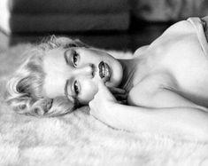 Arte Marilyn Monroe, Marilyn Monroe Artwork, Marilyn Monroe Portrait, Marilyn Monroe Bedroom, Boudoir Photos, Boudoir Photography, Hollywood Glamour, Old Hollywood, Maquillage Marilyn Monroe
