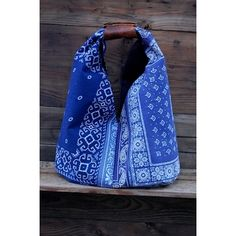 Vintage Bandanna Hobo - great colour against hair! Bandana Crafts, Denim Crafts, Sewing Hacks, Sewing Crafts, Bandana Quilt, Cowboy Crafts, Reuse Clothes, Denim Handbags, Bandana Styles