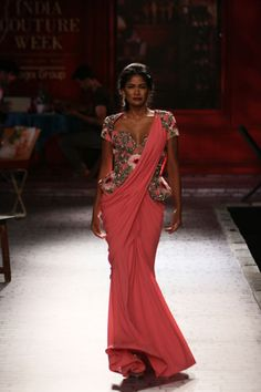 Wedding Show Archives Traditional Sarees, Traditional Outfits, Royal Fashion, Fashion Looks, Vogue Wedding, Vogue India, Indian Couture, Couture Week, Indian Attire