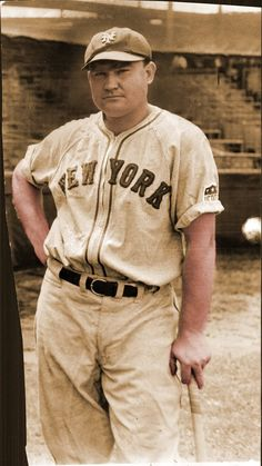 On September New York Yankee Johnny Mize hits 3 home runs in one game for the time! New York Yankees Baseball, Ny Yankees, New York Giants, Baseball League, Baseball Players, Mlb Players, Baseball Photos, Baseball Cards, Sports Photos
