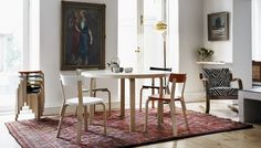 Artek - 91 et 95 Round Tables - Alvar Aalto Alvar Aalto, Dining Room Table, Dining Chairs, Scandinavia Design, Table Design, Selling Furniture, Living Styles, Scandinavian Home, Contemporary Design