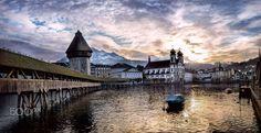 Le soleil se couche sur Lucerne  City and architecture photo by krigou http://rarme.com/?F9gZi