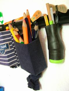 Utensilo aus Fahrradschlauch, Tetra Pak, Zahnpastatuben, Stoffresten und Eisstielen / Organizer made from inner bicycle tube, toothpaste tubes, scraps of fabric, beverage cartons and popsicle sticks / Upcycling