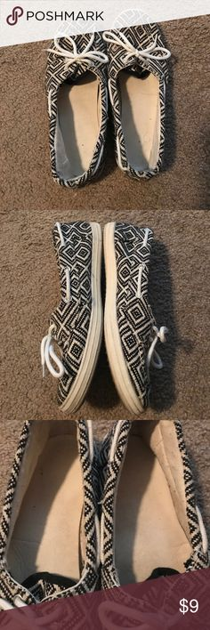 😎 Women's Dock Shoes Black and White Azteca Print. In Good used condition. SO cute:) Maurices Shoes Flats & Loafers