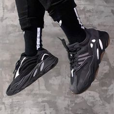 black yeezy vanta