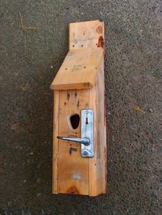 From old pallets Bird House itself building furniture