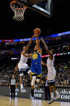 Golden State Warriors's NBA player Stephen Curry vies during the NBA Basketball Game between Golden State Warriors and Minnesota Timberwolves in. Basketball Skills, Nba Basketball, Football, Kobe Bryant Lebron James, Warriors Stephen Curry, Golden State Warriors Pictures, Nba Sports, Minnesota Timberwolves, Larry Bird