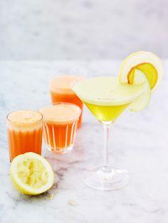Gulrotjuice med ingefær, sitron og honning er en sunn og deilig juice som har nesten alt du trenger for å holde forkjølelsen på avstand.