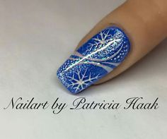 The post appeared first on Berable. - (notitle) The post appeared first on Berable. Holiday Nail Art, Christmas Nail Art Designs, Winter Nail Art, Winter Nails, Sparkly Nails, Fancy Nails, Blue Nails, Nail Pink, Orange Nail