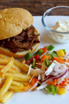 Recept voor Pulled Pork uit de Slowcooker - I am Cooking with Love Een overheerlijk gerecht waar je lang op moet wachten maar dat meer dan waard is.
