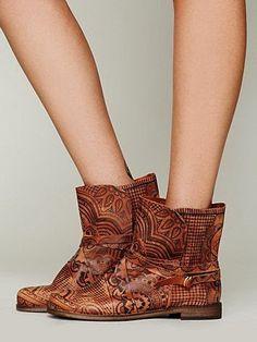 Custom boots with sharpie (henna designs)