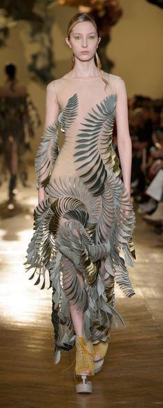 ideas fashion inspiration couture iris van herpen for 2019 Runway Fashion, Fashion Models, Fashion Show, Fashion Outfits, Fashion Design, Fashion News, Style Couture, Haute Couture Fashion, Couture Vintage