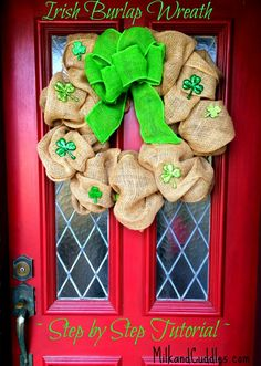 LOVING how easy Burlap Wreaths are to make!  Step by step video Tutorial on this site, as well as directions! #Stpatricks #irish