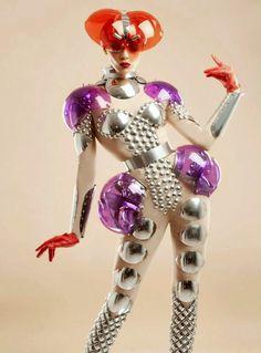 futuristic, space age manuel albarran I'm in love with this Space Fashion, Fashion Art, Fashion Design, Fetish Fashion, High Fashion, Space Girl, Space Age, Mädchen In Bikinis, Weird Fashion