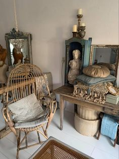Vintage Vignettes, Happy Weekend, French Antiques, Entryway Tables, Wicker, Shabby, Chair, Furniture, Decoration