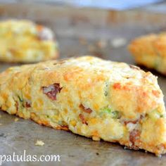 Bacon Cheddar Scallion Scones - Delicious and easy! Even my husband (who doesn't like scones) ate 3 of them! Breakfast Dishes, Breakfast Time, Breakfast Recipes, Breakfast Scones, Breakfast Ideas, Savory Breakfast, Savory Scones, Cheese Scones, Little Lunch
