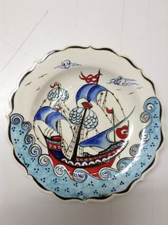 Hacer önde çini tabak Ceramic Decor, Ceramic Plates, Pottery Plates, Ceramic Pottery, Cute Animal Illustration, Nautical Art, Tile Art, Tile Patterns, China