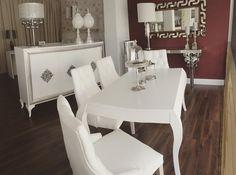 Paradita para comer en familia que es sábado y volvemos pitando esta tarde a las 16.30h  Feliz sábado!  #adissenya #adissenyashowroom #mobiliario #furniture #homedecor #comedor #homestyle #interiordesign #interior by adissenya