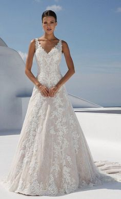 White bride dresses. Brides dream about finding the ideal wedding ceremony, but for this they require the ideal wedding dress, with the bridesmaid's dresses actually complimenting the brides dress. The following are a few ideas on wedding dresses. #weddingdress
