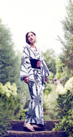 Otona Muse magazine - Yukata fashion - August 2014 Kimono Japan, Yukata Kimono, Kimono Dress, Japanese Yukata, Japanese Outfits, Muse Magazine, Modern Kimono, Kimono Design, Summer Kimono