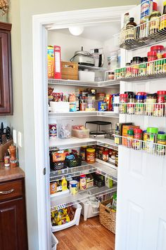 Real Life Pantry Organization- have an organized and completely functional space without spending a fortune and see what you have (and don't have) on hand