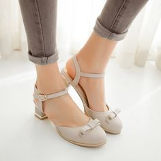 Ucuz Yeni moda yaz ayakkabı kadın yüksek topuklu kalın topuk deri sandalet kadın ayak bileği kayış kapalı ayak zarif sandalet kelebek, Satın Kalite kadın sandalet doğrudan Çin Tedarikçilerden: