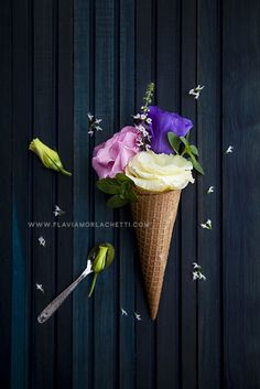 Lovely flower ice cream. Creative and floral, ideal for summer :) www.flaviamorlachetti.com ~ Creative Photography.