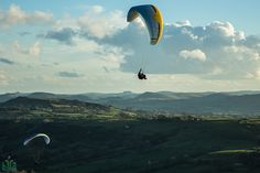 Paragliders above the Dove Valley, Peak District, Derbyshire Peak District, Derbyshire, Fighter Jets, National Parks, Big Mac, Photography, Photograph, Fotografie, Photoshoot