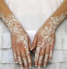 Must check out the easy and simple white henna designs with images. Watch the video tutorial about white henna designs application on the back side of the hand. Learn more about what is white henna and how it works. Henna Hand Designs, Mehndi Designs, Beautiful Henna Designs, Henna Tattoo Designs, Henna Designs White, Wedding Henna Designs, Nice Designs, Wedding Mehndi, Wedding Ceremony