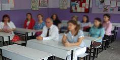 Milli Eğitim Bakanlığı (MEB), aday öğretmenlerin atama ve yetiştirilme süreçlerine getirdiği yenilik kapsamında, danışmanlık yapacak öğretmenleri, en az 10 yıl hizmet süresine sahip ve projelerde koordinatör, danışman ve katılımcı olarak görev almış, iletişim becerisi yüksek olanlar arasından illerde oluşturulacak komisyonlar aracılığıyla seçecek.