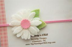 He encontrado este interesante anuncio de Etsy en https://www.etsy.com/es/listing/231926186/daisy-felt-flower-headband-daisy
