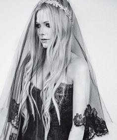@jan issues issues issues Fehlis Simonson Lavigne in abito da sposa per Glamour Italia!