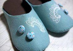 DIY Crafts : DIY make felted indoor slippers