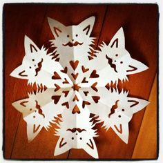 Pinned by Karin van Zoen Holiday Fun, Holiday Crafts, Fun Crafts, Crafts For Kids, Arts And Crafts, Snowman Crafts, Holiday Ideas, Festive, Snowflake Images