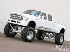 THUMPS UP to this 2005 #FordF350! - See More Photos Here: http://www.8-lug.com/features/ford/0705_8l_2005_ford_f350_super_duty/