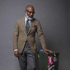 www.wools.it Men's chic! Credits @garmsville @drakesdiary #drakeslondon #rotapantaloni #madeinitaly #menswear #menstyle #mensfashion #fashion #gentleman #fashionmen #businessman #fashionphotography #instafashion #fashionblogger #style #glamour #boutique #shopping #ecommerce #onlinestore #windowswear #ootd #kotd (presso WOOLS)