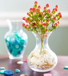 Vases of Red, White, or Blue Buttons Vases of Red, White, or Blue Buttons    Put those spare buttons to creative use and create a fun Fourth of July decoration. Fill a clear vase with red, white, or blue buttons. Place a bouquet of faux flowers or a flag in the vase. A collection of three vases -- one in each color -- makes a sweet patriotic display.