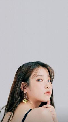 Iu Short Hair, Emo Anime Girl, Kim Sejeong, Girl Artist, Girl Inspiration, Korean Actresses, Jewelry Photography, Korean Celebrities, Poses