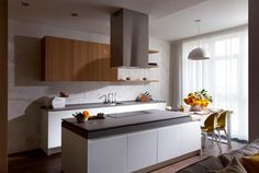 Кухня в цветах: серый, светло-серый, белый, темно-коричневый. Кухня в стилях: экологический стиль.