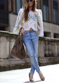 look com calça jeans skinny rasgada no joelho e blusa de renda branca ...