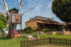 Dordogne- Gites, mobile homes en camping- Boomhut en wekelijks kampvuur- overzichtelijke camping incl Table  d'hote.-  Les Mathevies | Mathevies