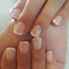 ▷ versions of the modern wedding manicure deco ongle rose pale, manucure french ongles courts, ongle blanc avec une bordure blanche - Nail Designs French Manicure Nail Designs, French Tip Nails, Nail Manicure, Nail Polish, Bridal Nails French, French Nail Art, French Manicure With Glitter, Manicure Tools, Nails French Design