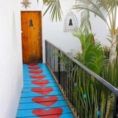 Brilliantly done walkway.... so very fun!