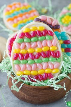 Get creative with jelly beans to make these fun EASTER EGG COOKIES! This is a great edible easter project for kids!