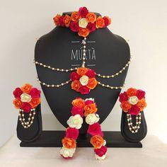 Flower Jewellery For Mehndi, Fancy Jewellery, Indian Jewellery Design, Stylish Jewelry, Flower Jewelry, Jewellery Designs, Indian Bridal Jewelry Sets, Gold Chain Design, Flower Rangoli
