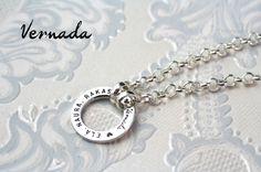 Vernada Design ELÄ. NAURA. RAKASTA. -tekstirengas, pitkäPAPUketju. #Vernada #jewelry #necklace #suomestakäsin #finnishdesign Personalized Items, Design, Design Comics