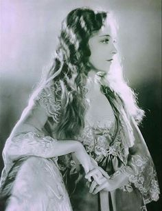 Lillian Gish                                                                                                                                                                                 Plus