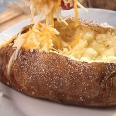 This is a step by step guide on how to make a baked potato, a steakhouse-style baked potato. This is the best-baked potato recipe and it will show you how to get that fluffy inside and the crispy, salty, potato skin you love on the outside. Easy Baked Potato, Baked Potato Recipes, Oven Recipes, Side Recipes, Crockpot Recipes, Cooking Recipes, Russet Potato Recipes, Skillet Recipes, Cooking Baked Potatoes